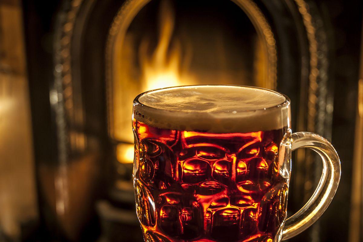Se você deixa de beber cerveja por causa do frio precisa conhecer experiências cervejeiras perfeitas para esta época